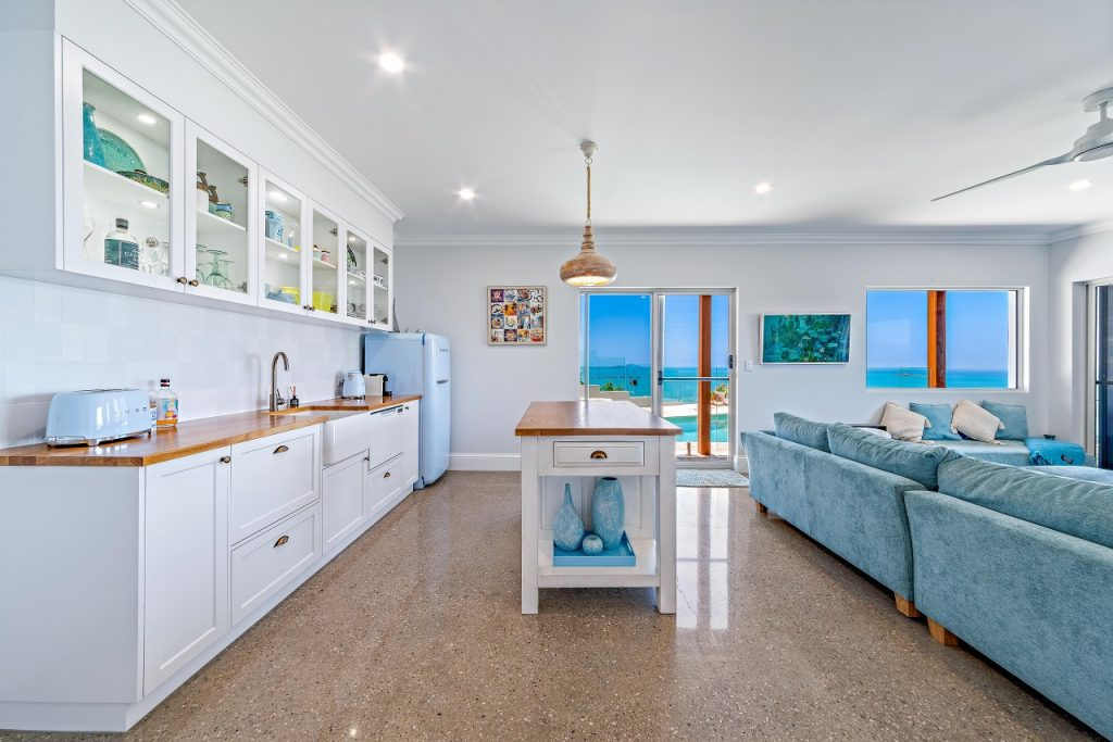 2pac kitchen airlie beach
